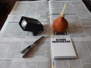 фокускоп Kaiser, груша для продувки негатива, щипцы для бумаги, набор фильтров для мультиконтрастной бумаги