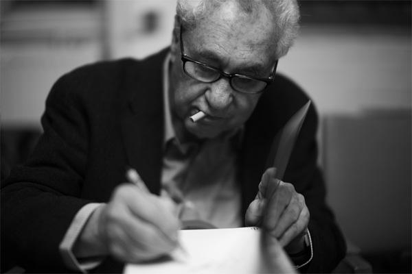 Эллиотт Ервитт во время автограф сессии