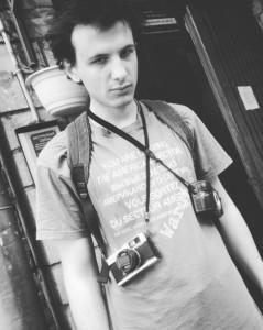 Молодой фотограф Антон и его камеры