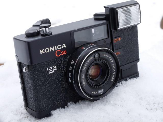 Шкальный фотоаппарат Konica C35.