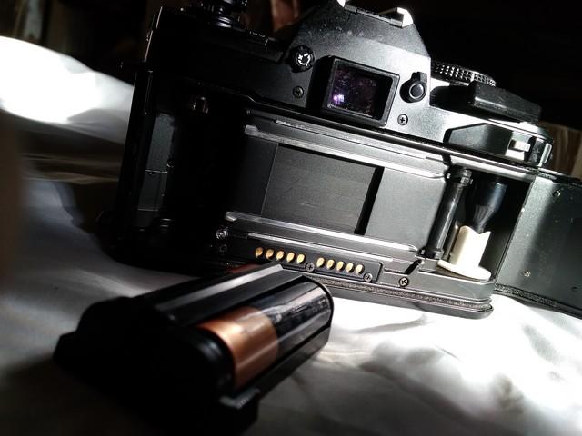 Затвор, приёмная катушка и батарейный отсек камеры Minola Maxxum 9000