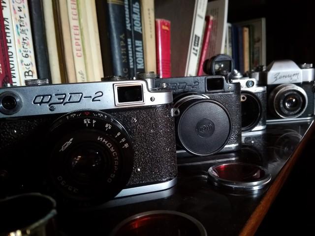 Родительская полка с камерами :) ФЭД-2, черный ФЭД-2, Зоркий-1, Зоркий 3 и Зенит 3М