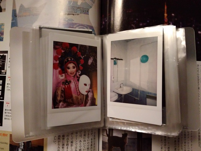 Бюджетная визитница для снимков Fujifilm Instax Mini.