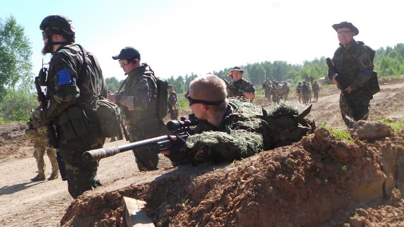 Страйкбольный снайпер во время масс-атаки