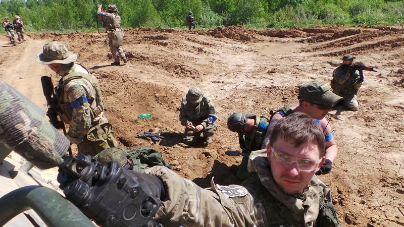 Вид из БТРа на поле боя