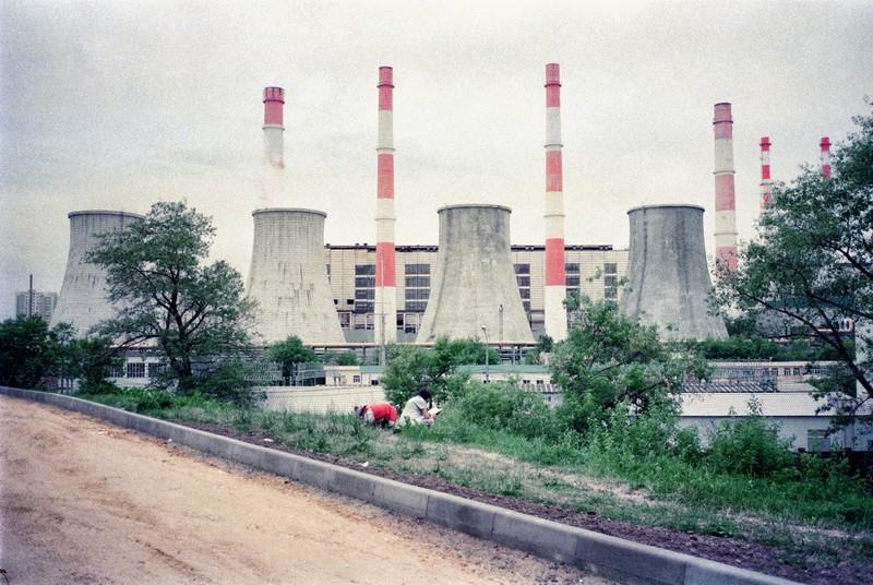 Трубы ТЭЦ на Ленинском. Contax T2, просроченная Fujifilm 500T