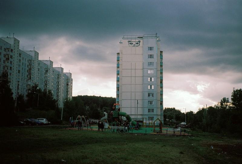 Вид на многоэтажку в Тимоново перед грозой