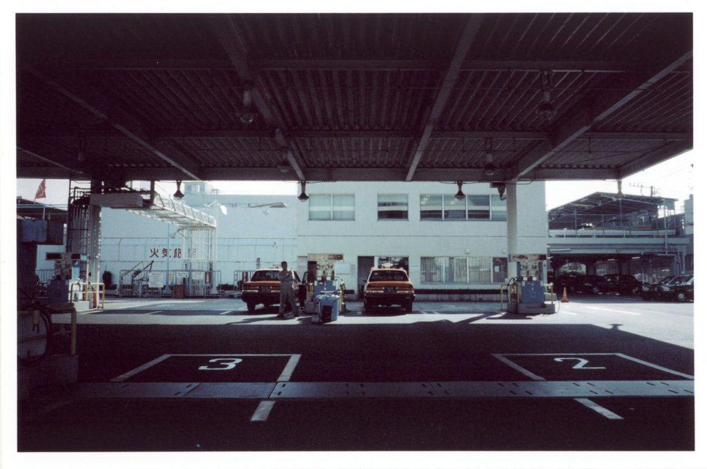 Заправочная станция одного из таксимоторных парков в Токио