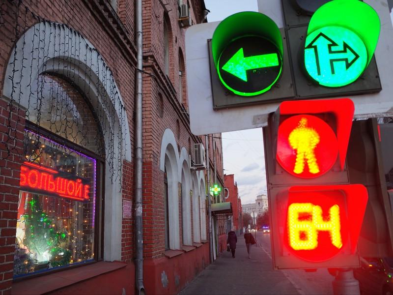 Световор на одной из улиц Басманного района Москвы