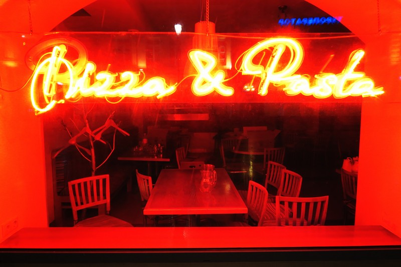 Экстерьер кафе Pizza and Pasta где-то в Москве