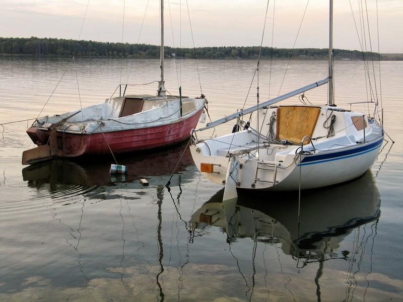 Пейзаж с лодками на озере Сенеж. Снято на Canon PowerShot G5