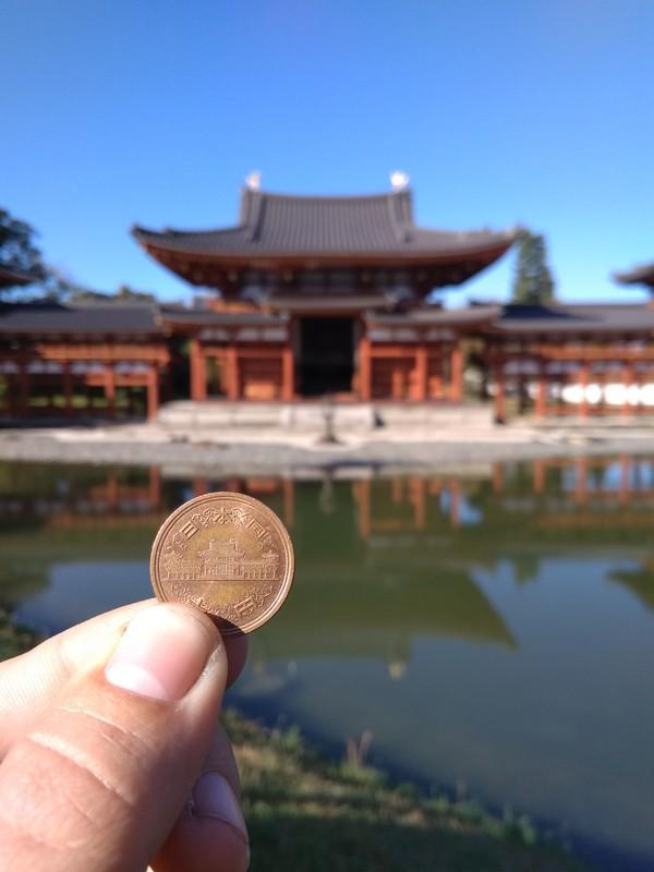 Павильон Феникс на монете и в реальности