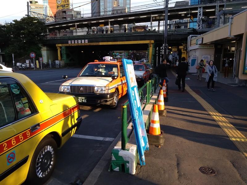 Токио, типичная картина городского транспорта
