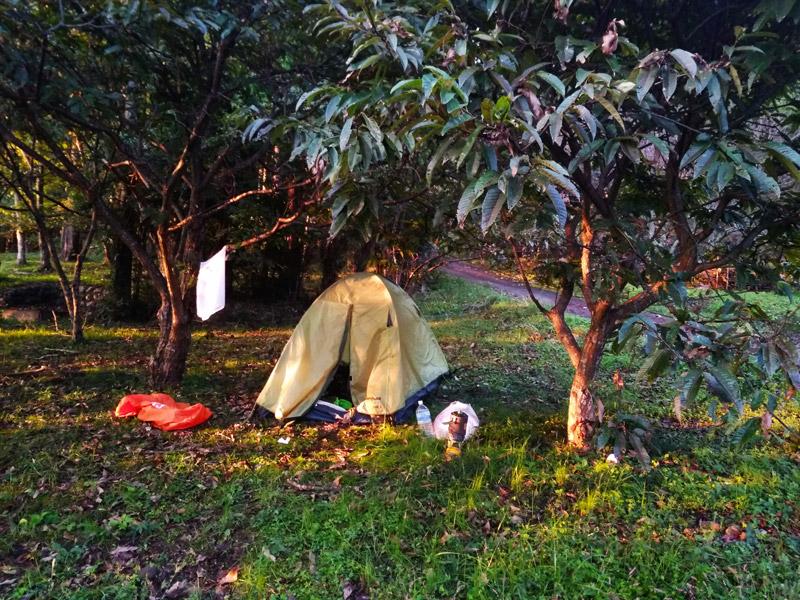 Сон в палатке посреди Японии