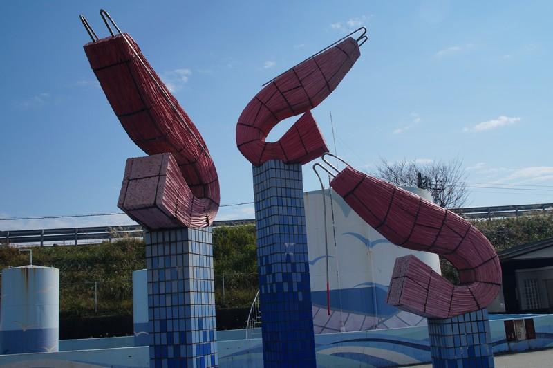 Монумент креветке сакура в городе Юи