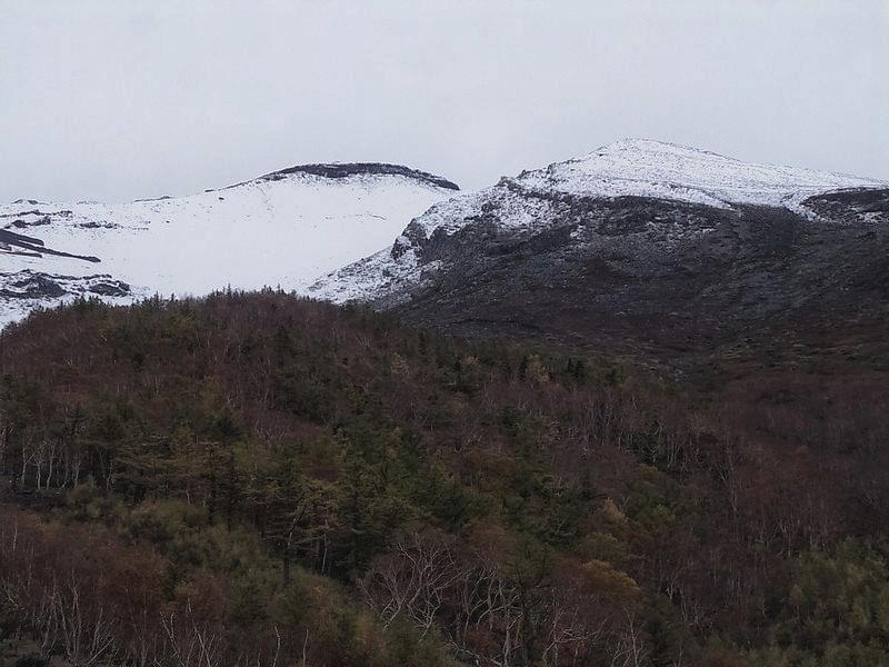 Пик вершины горы Фудзи с позиции 5 станции на высоте 2450 метров