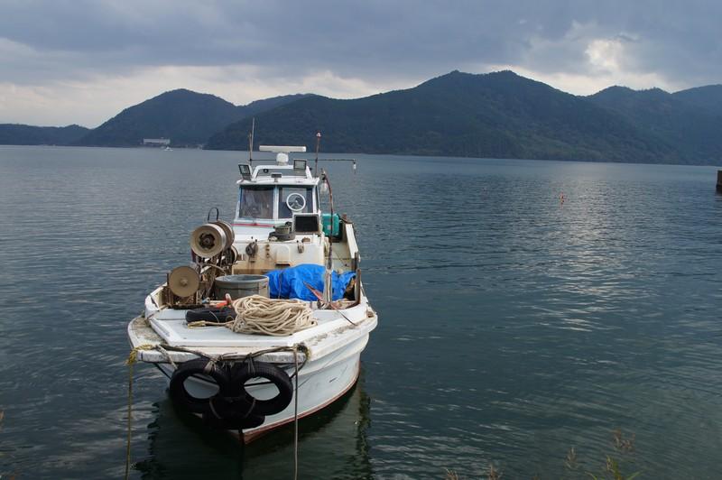 Типовое рыболовецкое судно на озере Бива