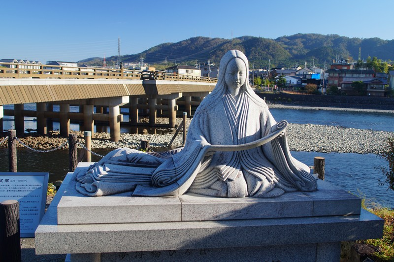 "Памятник Мурасаки Сикибу, автору ""Повести о Гендзи"""