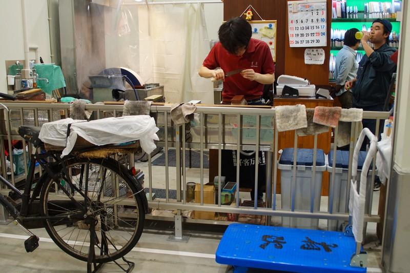 Заточка ножей, рынок Тоёсу