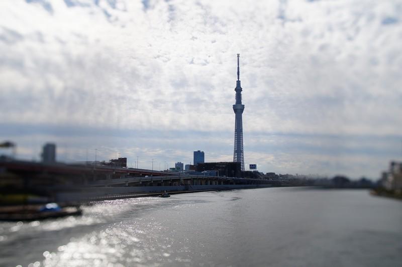 Токийская телебашня, вид с моста реки Сумида