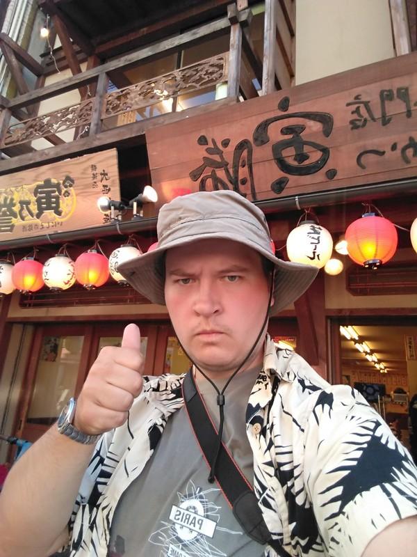 Осака. Победный портрет у ресторана с кюсикацу