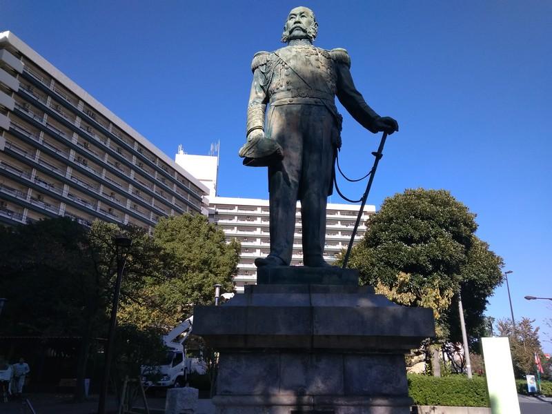 Памятник Эномото Такэаки на реке Сумида