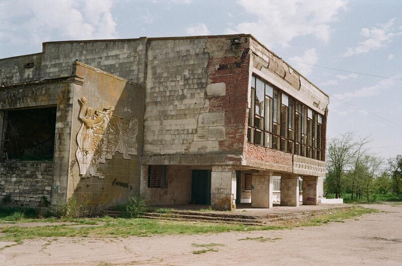 Здание кинотеатра в одном из деревень в Крыму