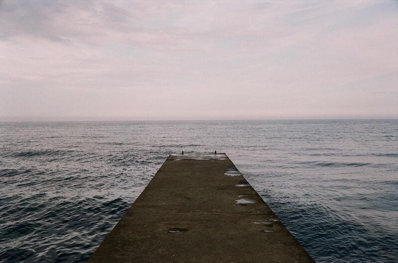 Алушта. Вид на Чёрное море с одного из причалов.