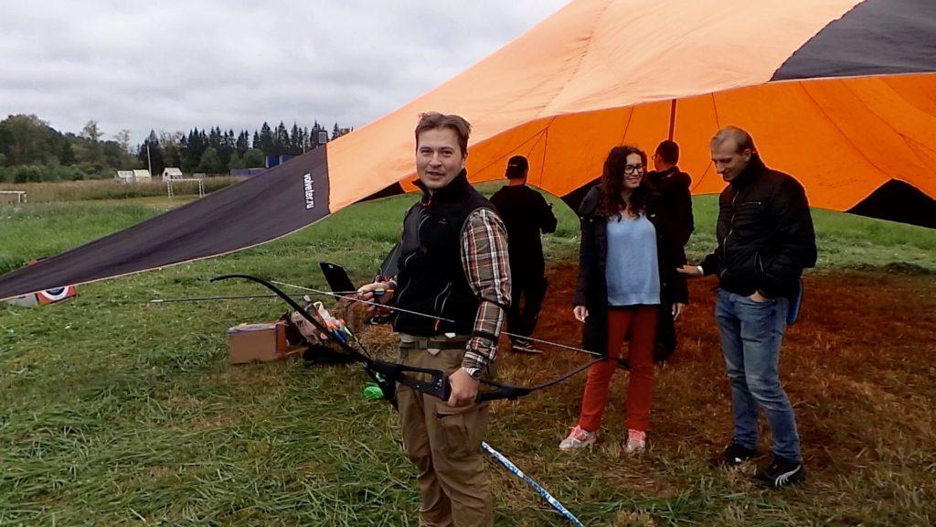 Decathlon давал пострелять из лука и собрать палатку на время
