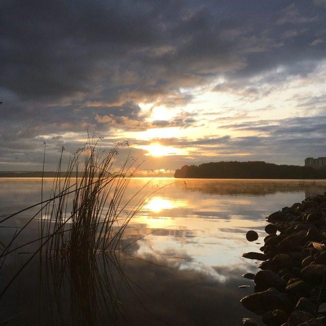 Крайний тёплый восход над озером Сенеж