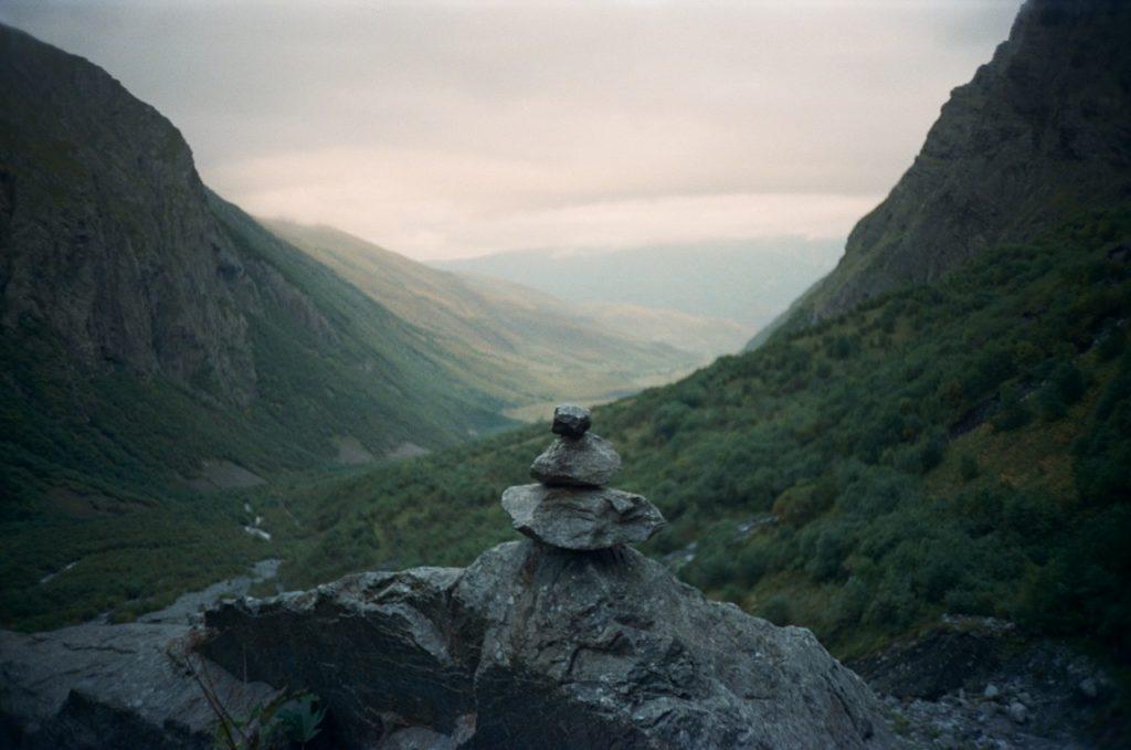 Северная Осетия. Мидаграбинские водопады. Вид на 3 камня