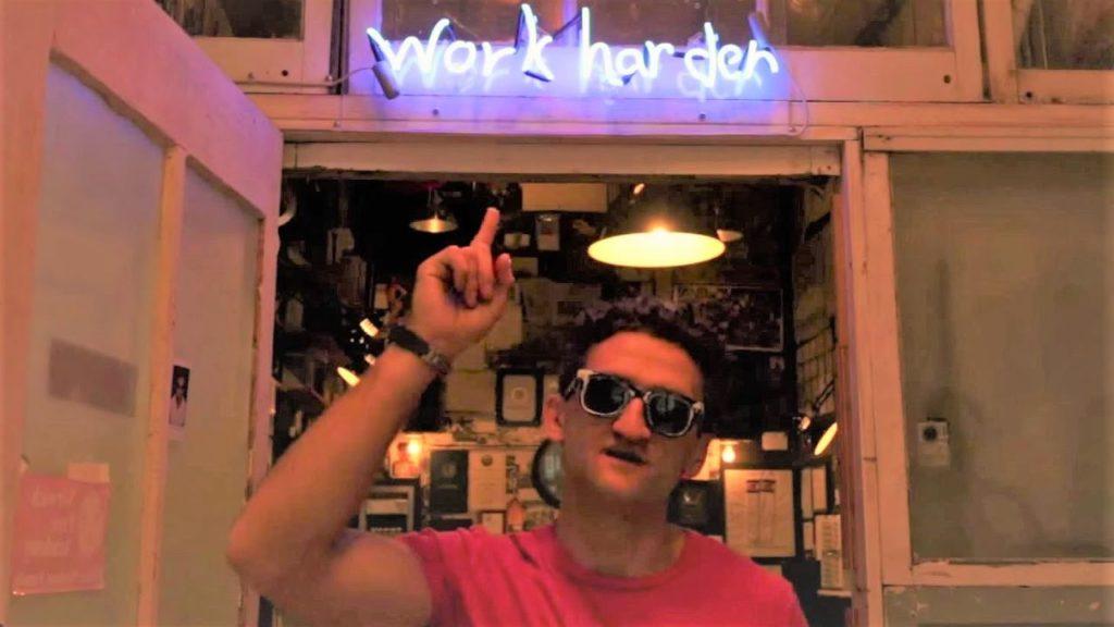 Work Harder - любимый слоган Кейси